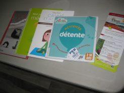 Quelques livres destinés aux parents qui veulent intégrer yoga et relaxation à la routine familiale.