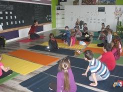 Et maintenant on fait du yoga inspiré de l'histoire de Martin le lapin.