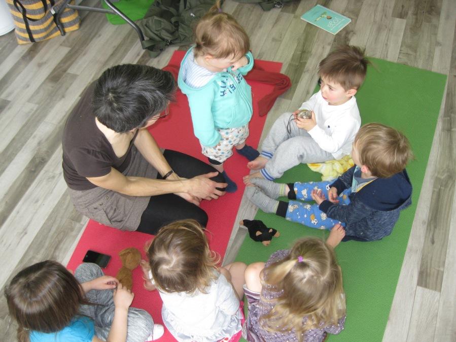 Cloches tibétaines avec les enfants