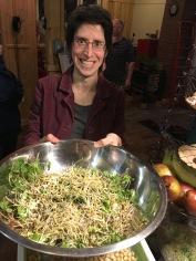 Et ça se termine avec une bonne salade de pousses et germinations. En hiver, ce bol de friaîcheur est une bénédiction!