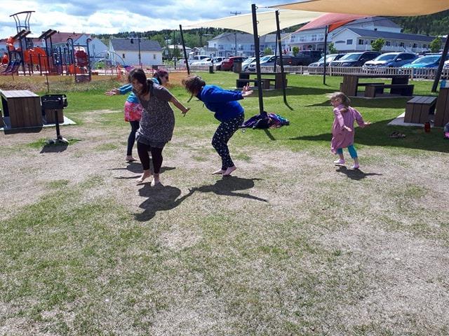 Mouettes - Yoga familial à Percé à la Saint-Jean